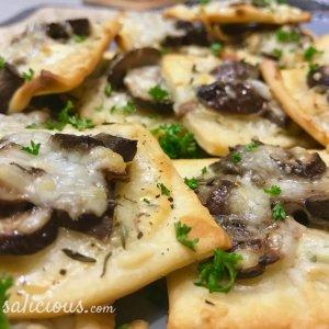 Kruidige pizzettes met champignons