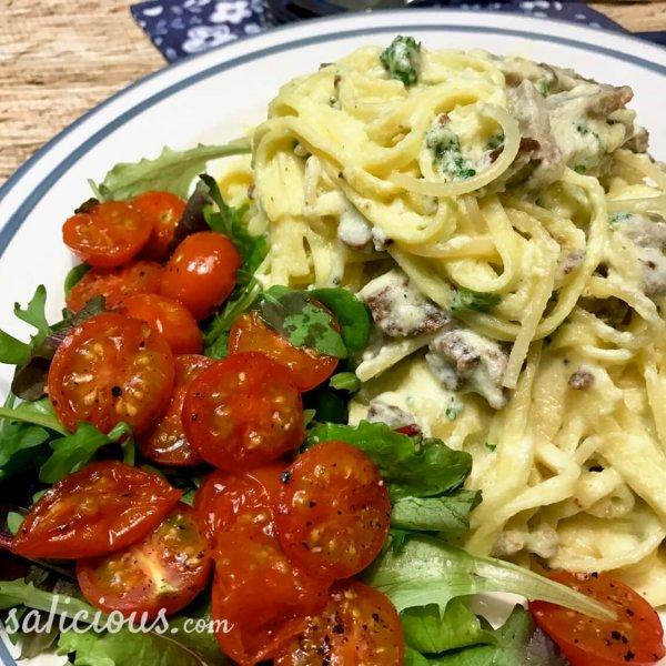 Vegetarische spaghetti carbonara met ei en kaas
