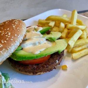 Avocado burger en nacho-saus