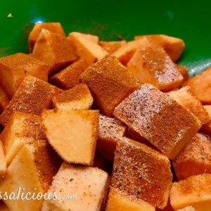voorbereiding Patatas Bravas van zoete aardappel