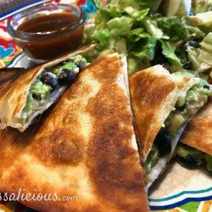 Avocado quesadilla's met zwarte bonen
