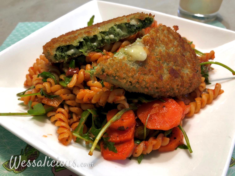 Fusilli met zongedroogde tomaten en spinazieburger