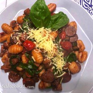 Gnocchi met spinazie en rode wijn