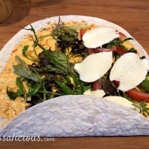 Opvouwen Tomaat-mozzarella wraps