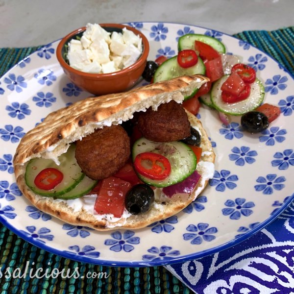Gevulde Griekse pita's met vegaballetjes