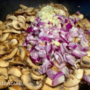 Voorbereiding Verse gevulde pasta met truffelolie
