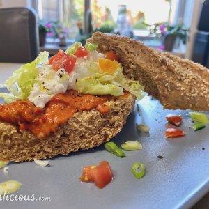 Broodje Muhammara met Cottage Cheese