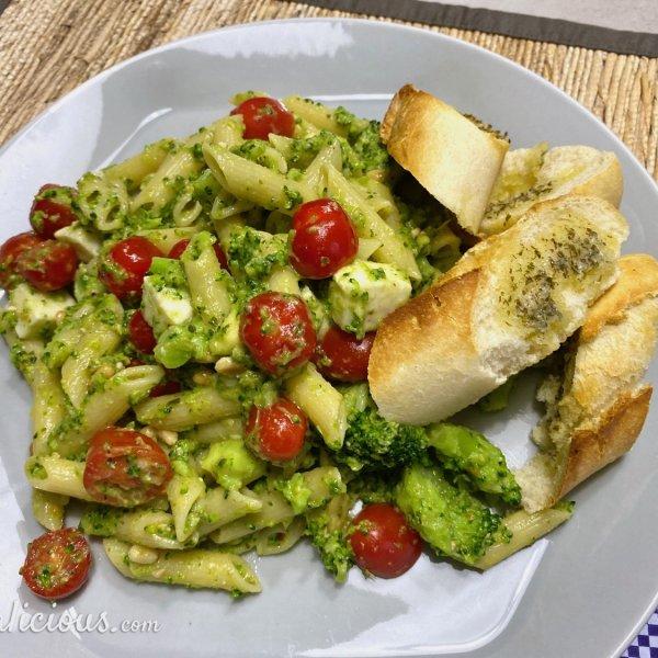 Pasta Pesto met mozzarella en broccoli