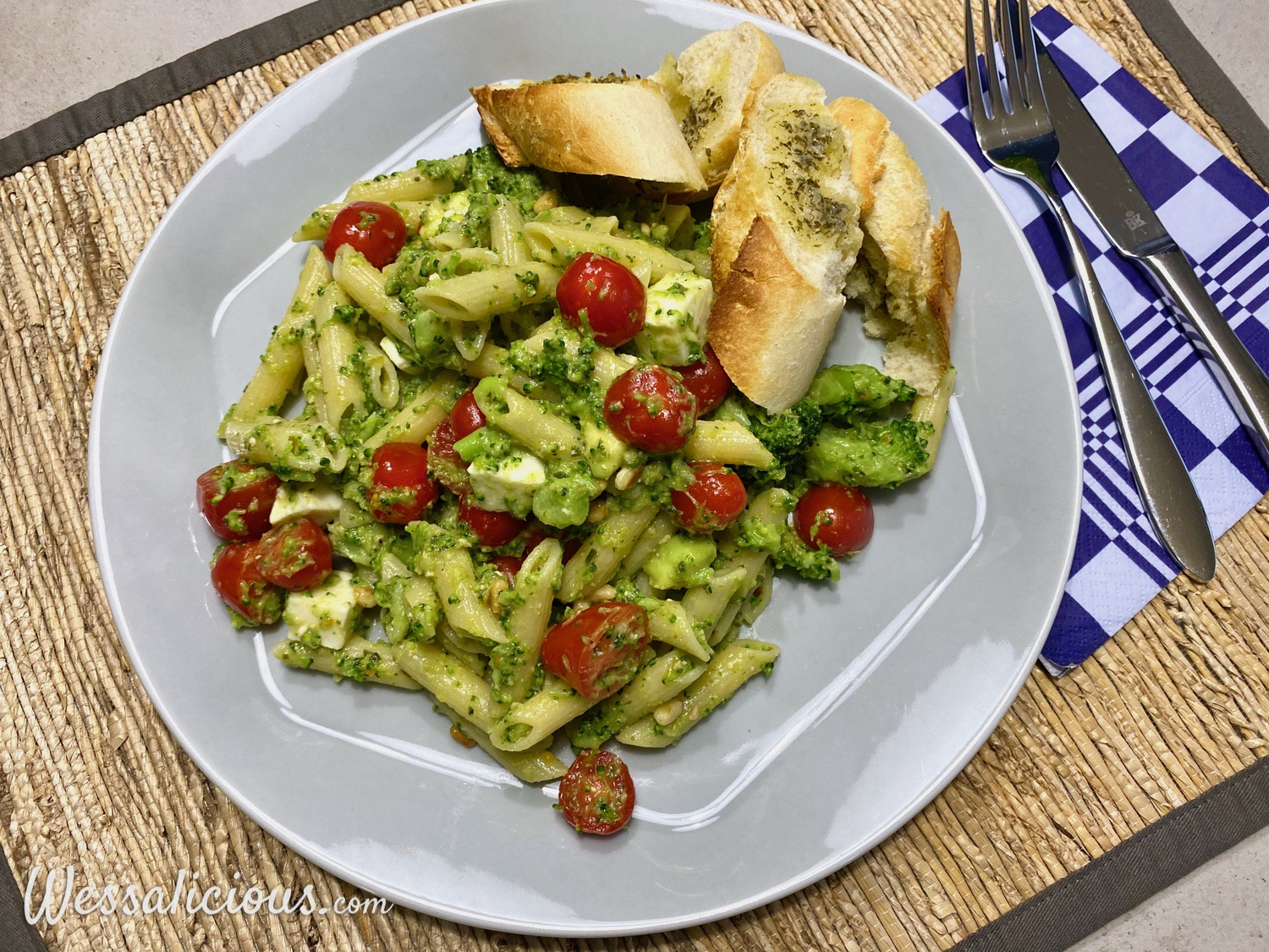Pasta Pesto met mozzarella en broccoli