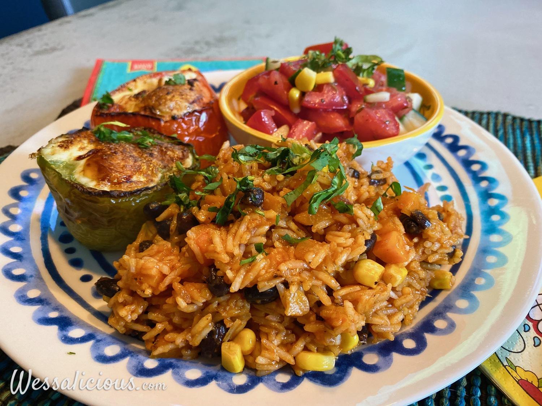 Gevulde paprika met ei en Mexicaanse rijst