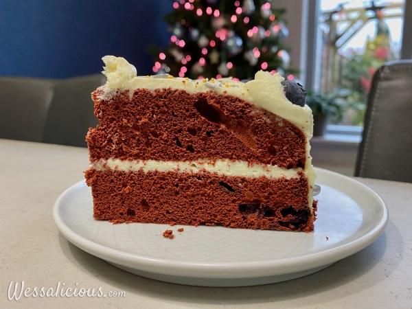 Red Velvet kersttaart met blauwe bessen