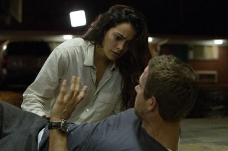 Damian alias Edward (Ryan Reynolds) lässt Madeline (Natalie Martinez) im Unklaren darüber, was mit ihm passiert ist.