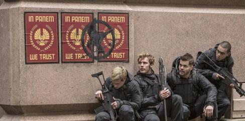 V.l.n.r.: Peeta Mellark (Josh Hutcherson), Finnick Odair (Sam Claflin), Castor (Wes Chatham) und Messalla (Evan Ross)