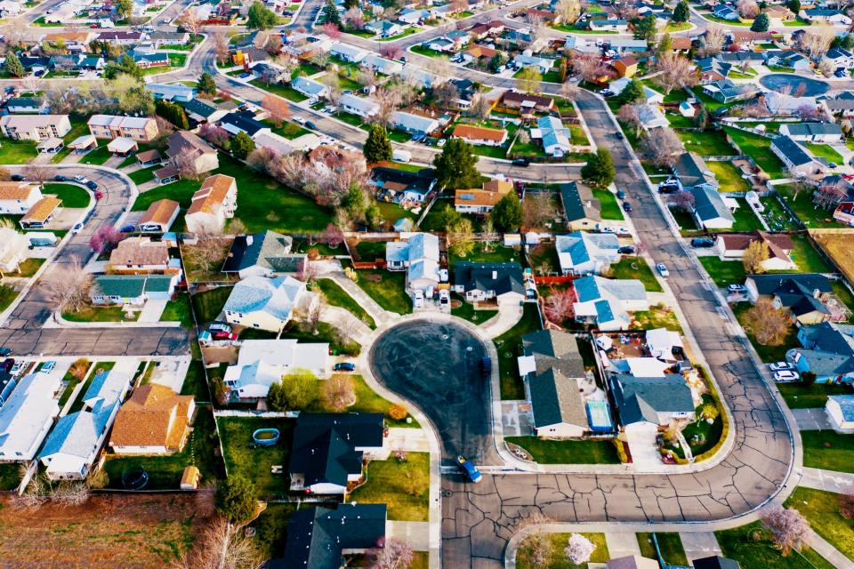 arial image of a track neighborhood in  with homes surrounding a cul de sac