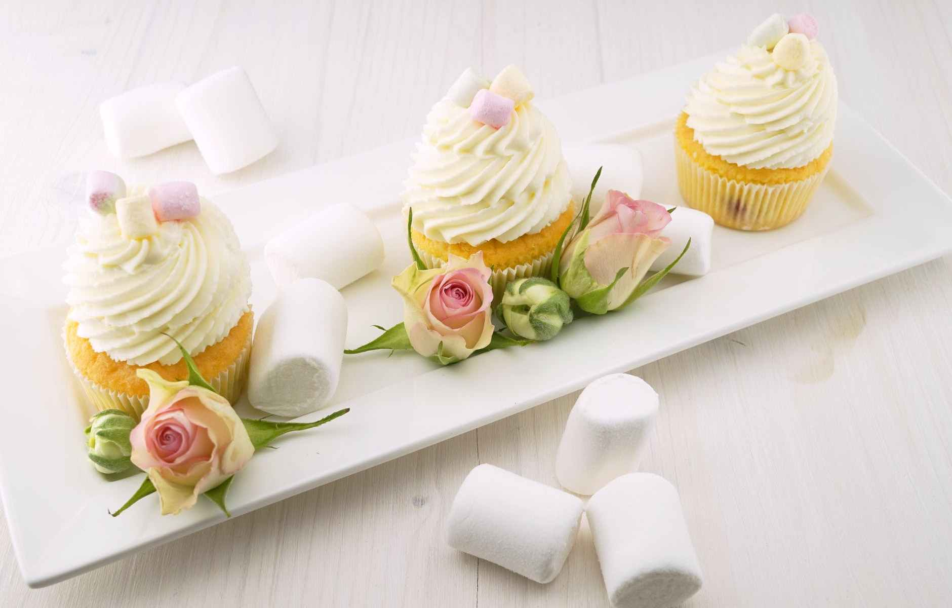baked cupcakes with marshmallows