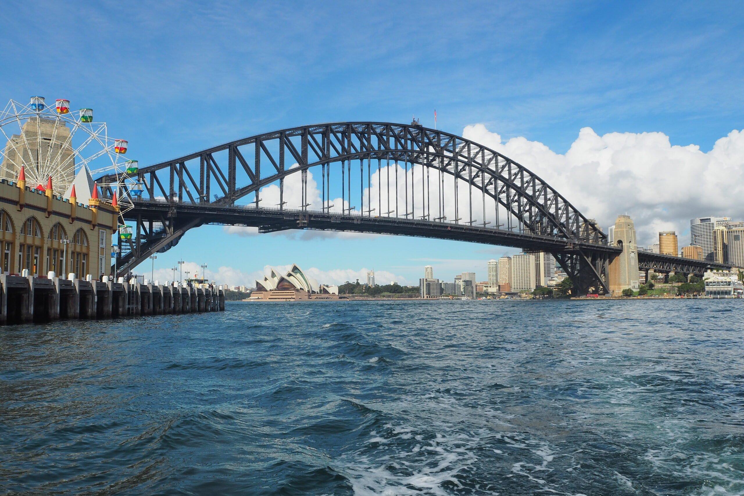 sydney-harbour-bridge-on-water-1607