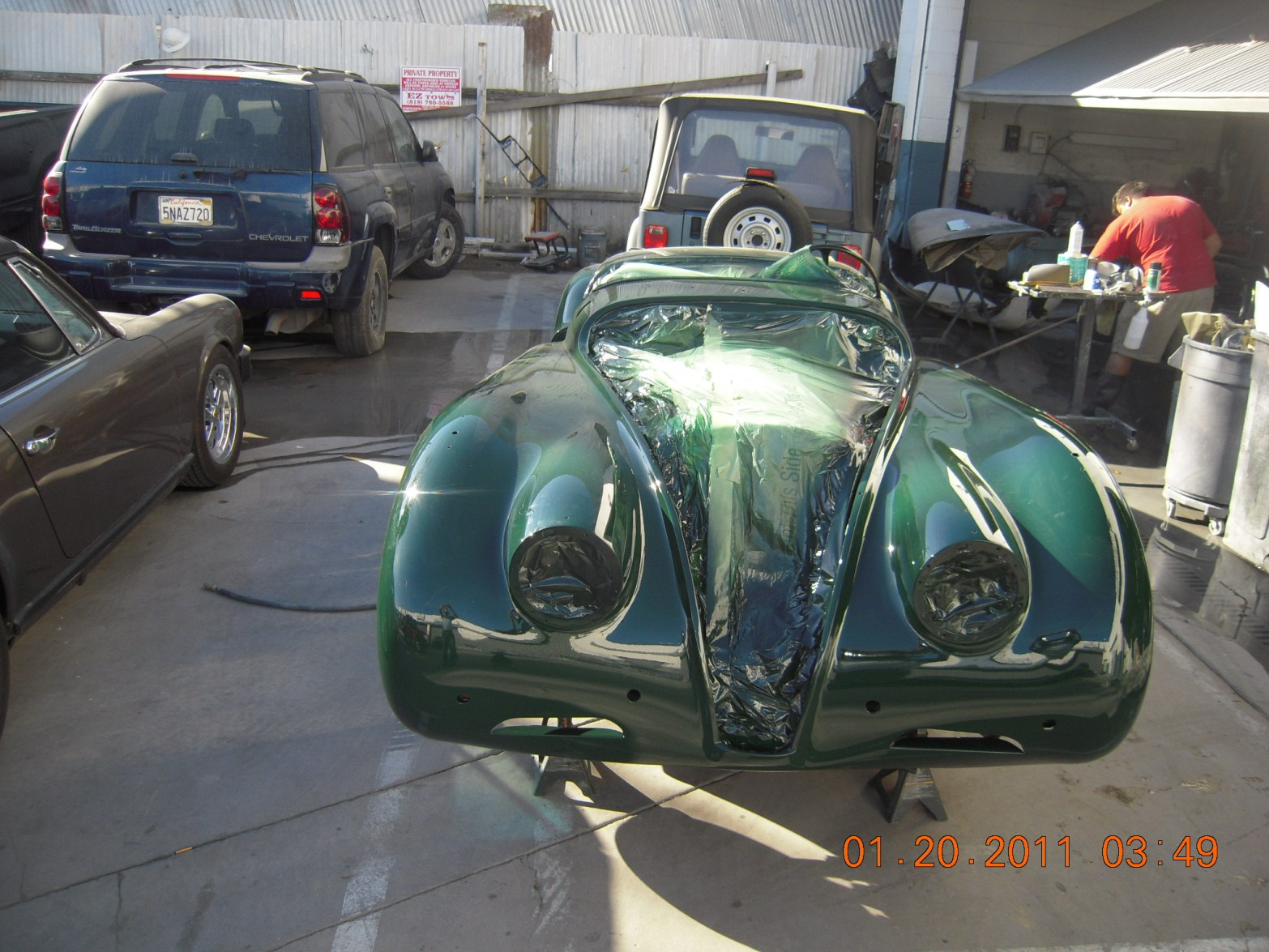 west-coast-body-and-paint-green-jaguar-xk120-8