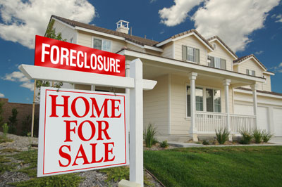 house-with-foreclosure-sign