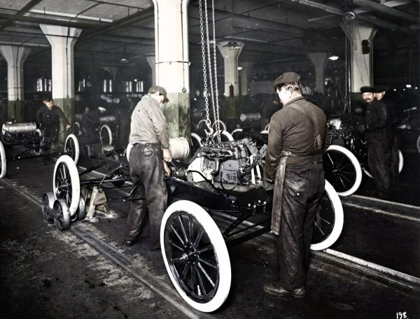 1913-Highland-Park-Moving-Assembly-Line