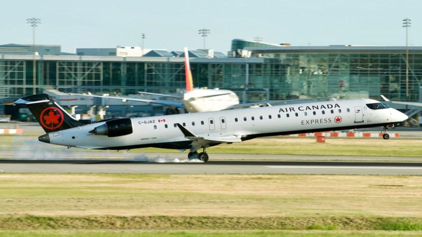 Chorus Aviation CRJ landing