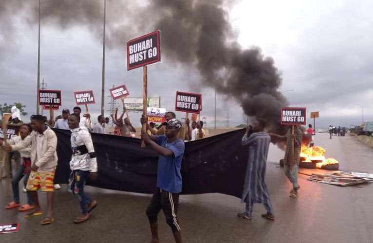 BREAKING: Nigerian Police Fire Teargas To Disperse #BuhariMustGo Protesters in Abuja