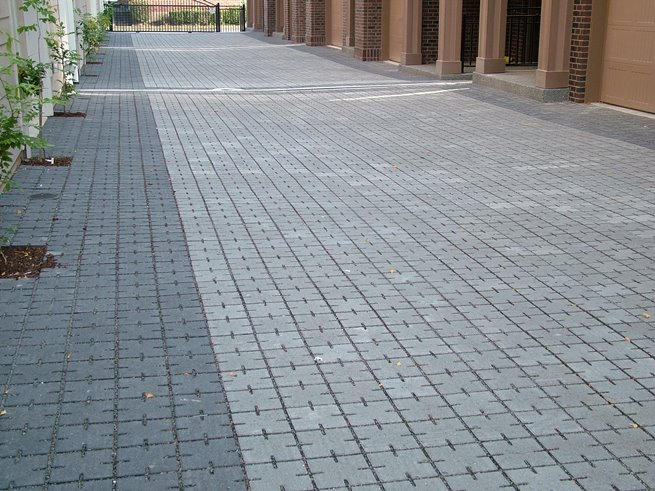 Stone Paving courtyard VS5 Drain Pave