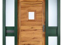 Altholztür mit grünem Rahmen – Löhr