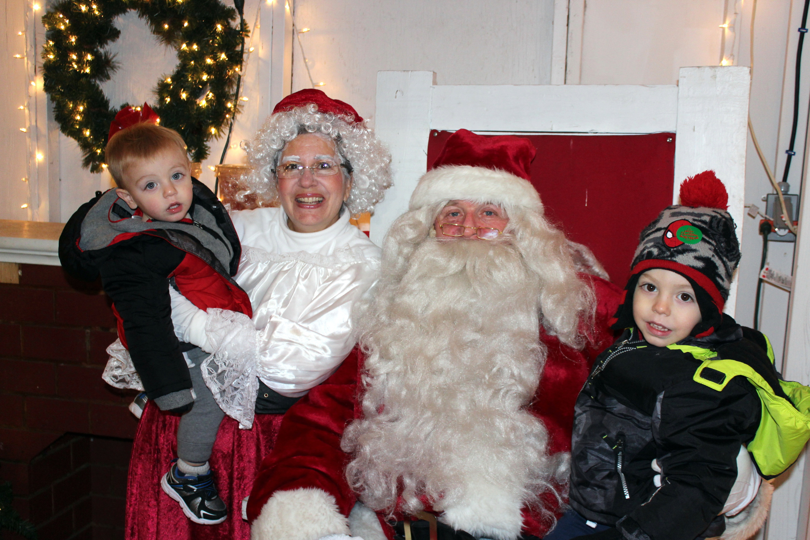 City brings in Yuletide with mirth