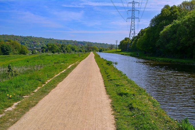 leeds liverpool canal towpath 1
