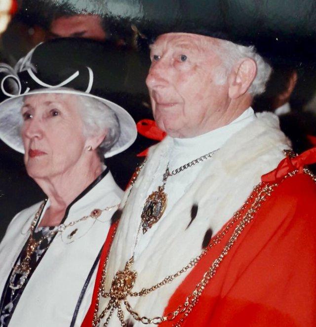 Death of former Lord Mayor Frank Robinson
