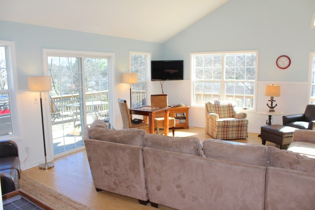Parasail-Cottage-Main-Room-New