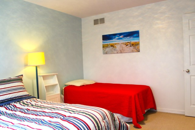 Parasail-Striped-Bedroom-1