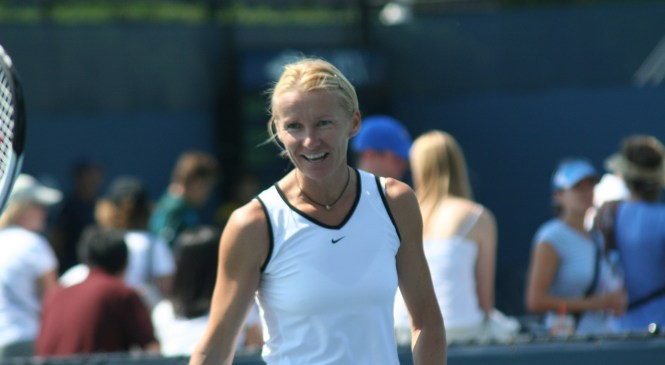 Former Wimbledon champion Jana Novotna loses battle with cancer