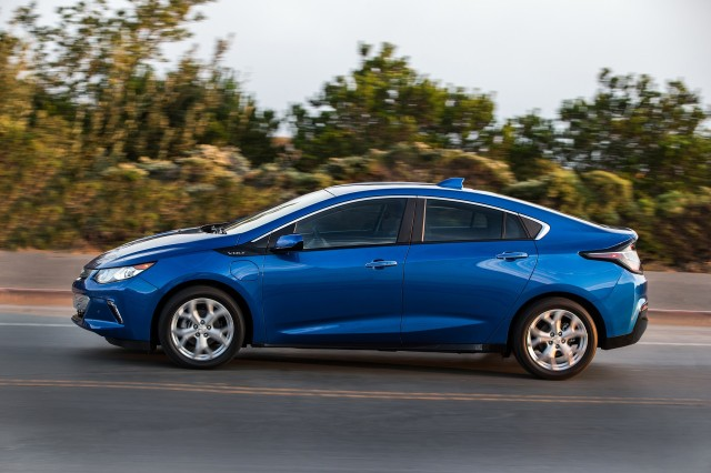 2018 Chevrolet Volt plug-in hybrid carries over with few changes (updated)