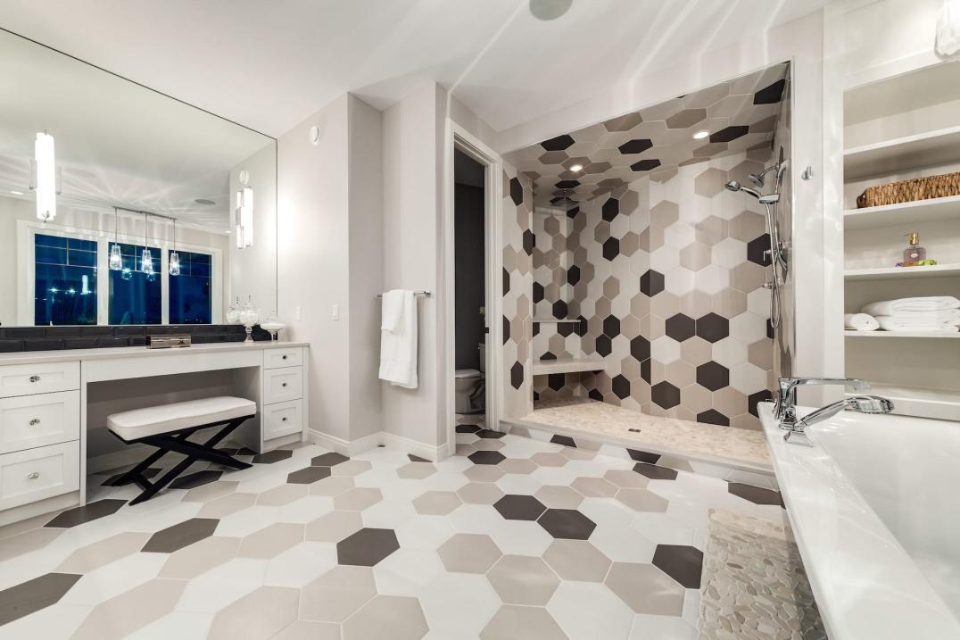 523 Green Haven 15 Bathroom