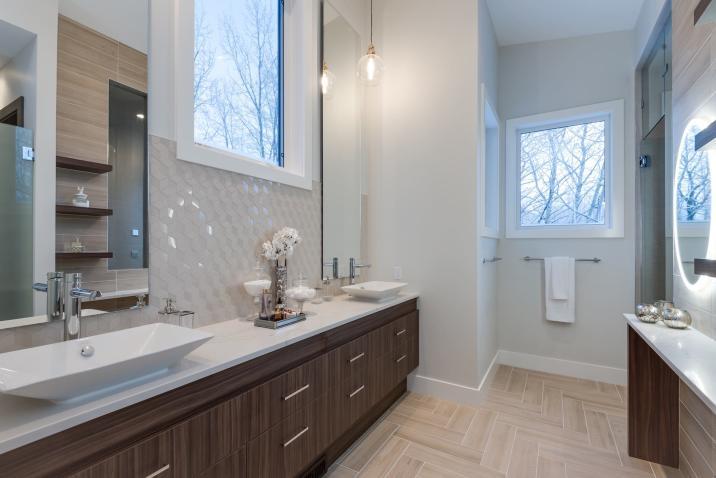 Silverhorn Master Ensuite Bathroom