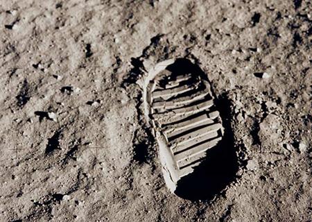 moon-footprint-GPN2001000014-sw
