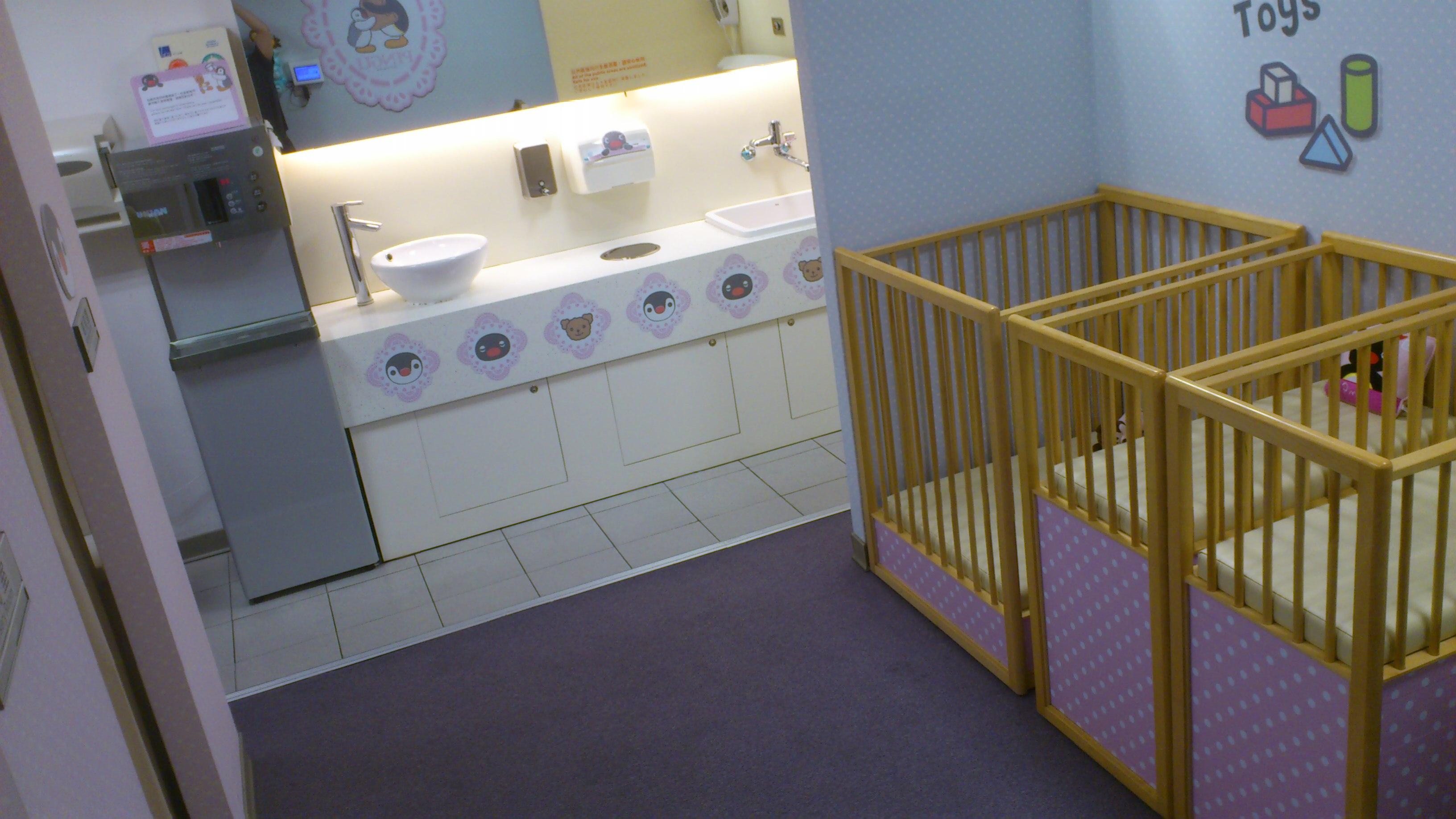 桃園機場育嬰室   Benny 的小世界...