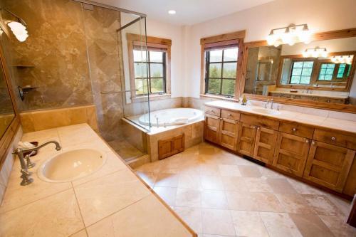 A104-master-bathroom