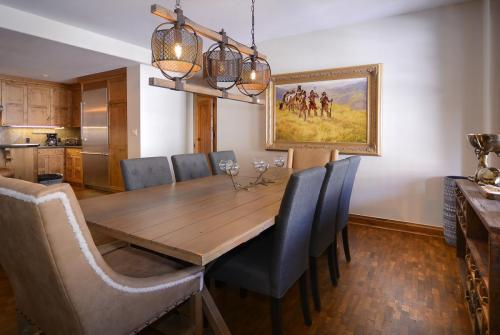 A-303 Westwall 12 dining room