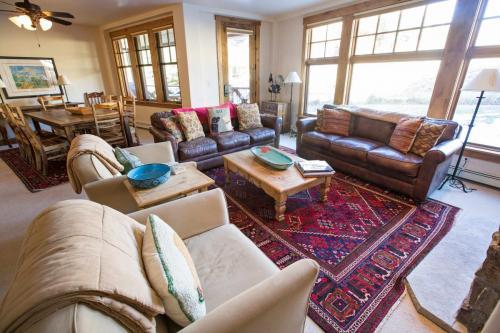 B202-living-room