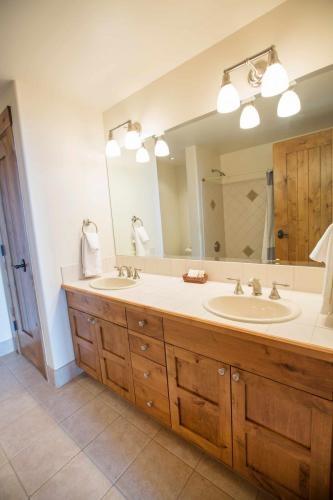 C102-third-bathroom