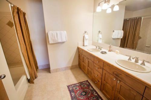 C103-third-bathroom