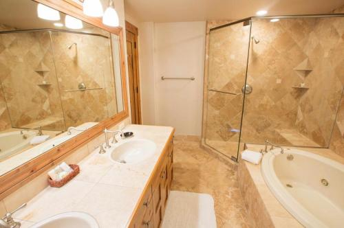 C204-master-bathroom