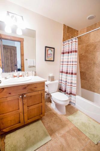 C205-third-bathroom