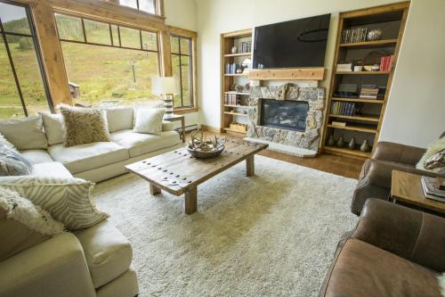 C401 living room 2