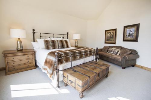 C401 master bedroom 2