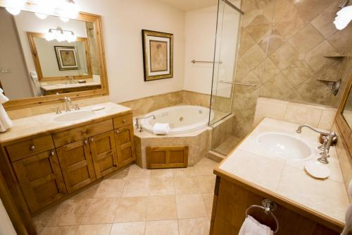 7- A103 master bathroom