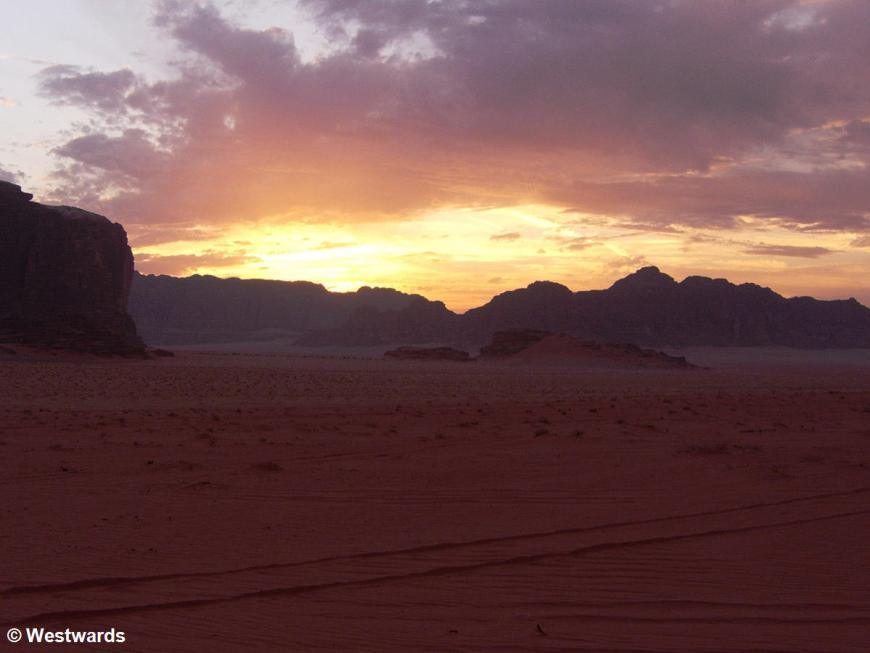 evening light in the Wadi Rum desert