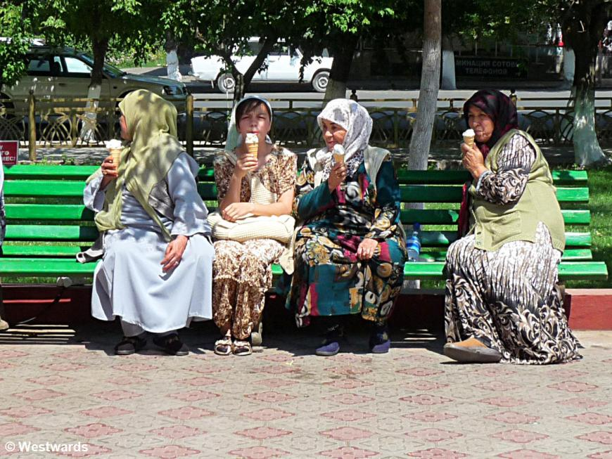 Osh women with icecream